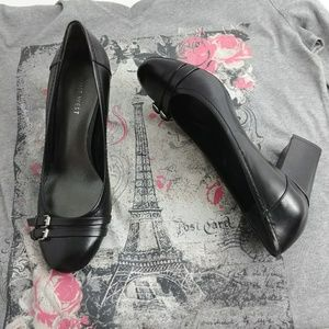 NINE WEST DOUBLE BUCKLE BLK 7 1/2 HEELS PUMPS